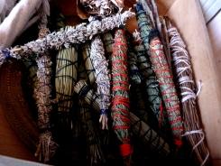 Collection de smudges de pin, thuya, ronces, artemisia gallica ...